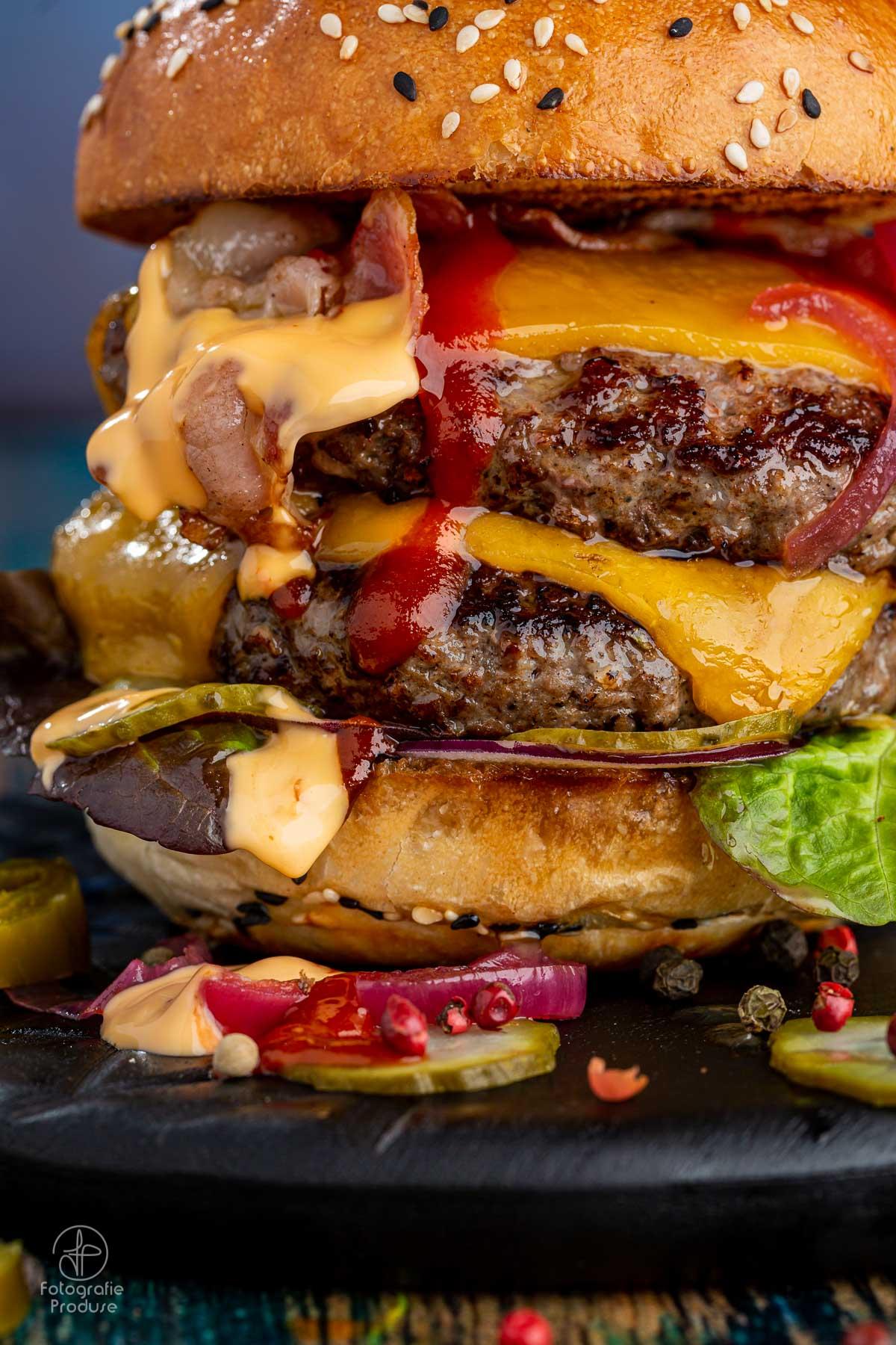 Fotografie de detaliu a unui burger